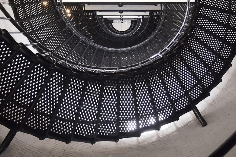 cr ation d 39 escalier contemporain m tal de verri re et de mobilier. Black Bedroom Furniture Sets. Home Design Ideas